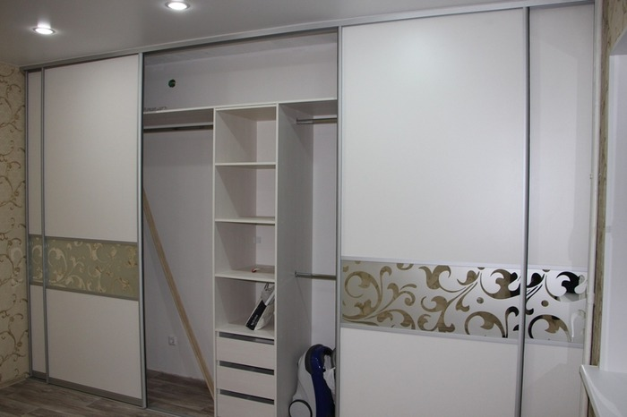 Белые шкафы-купе-Шкаф-купе с пескоструем «Модель 18»-фото4