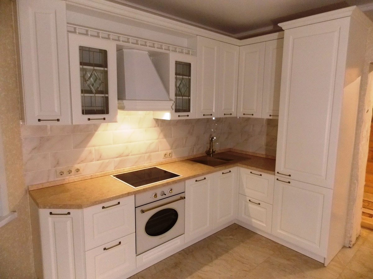 Белый кухонный гарнитур-Кухня МДФ в эмали «Модель 31»-фото1