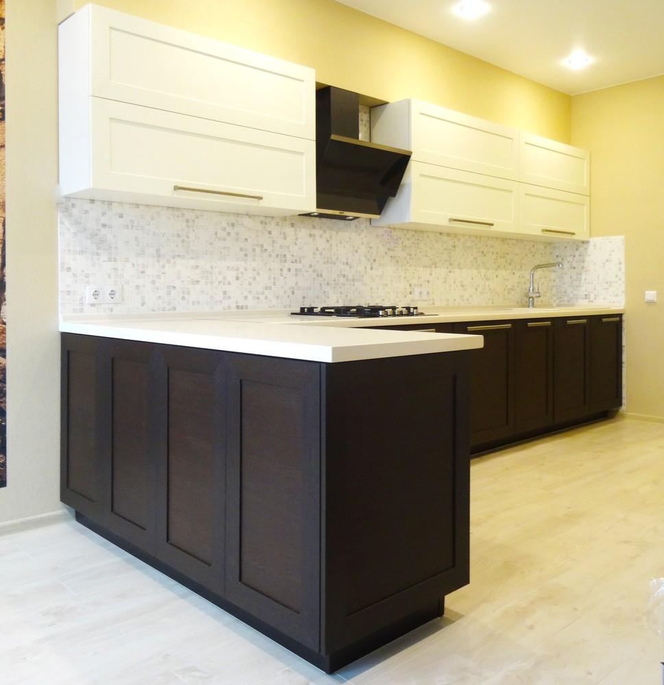 Белый кухонный гарнитур-Кухня МДФ в ПВХ «Модель 26»-фото1