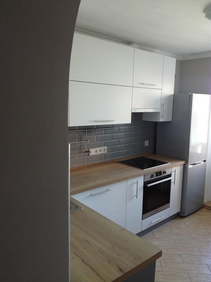 Белый кухонный гарнитур-Кухня МДФ в ПВХ «Модель 122»-фото1
