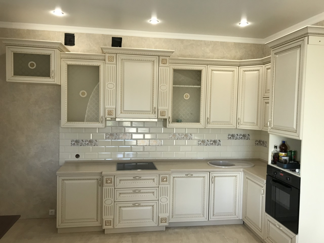 Белый кухонный гарнитур-Кухня МДФ в ПВХ «Модель 535»-фото1
