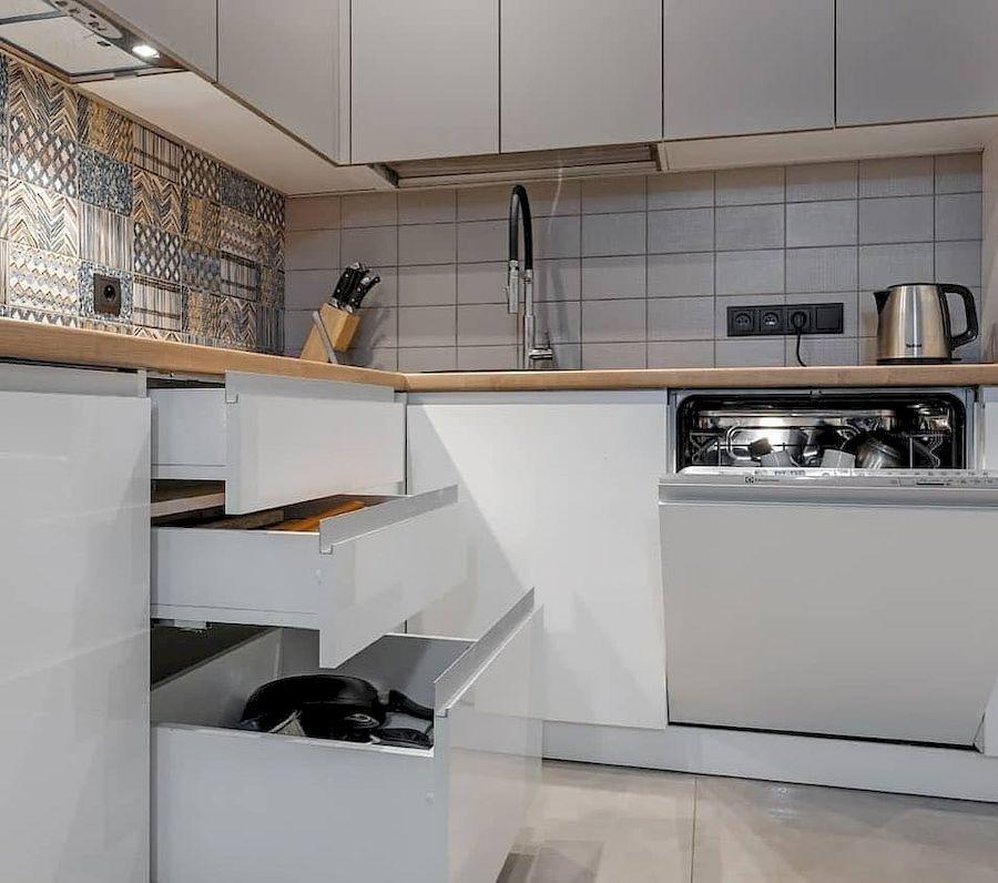 Белый кухонный гарнитур-Кухня МДФ в эмали «Модель 637»-фото4