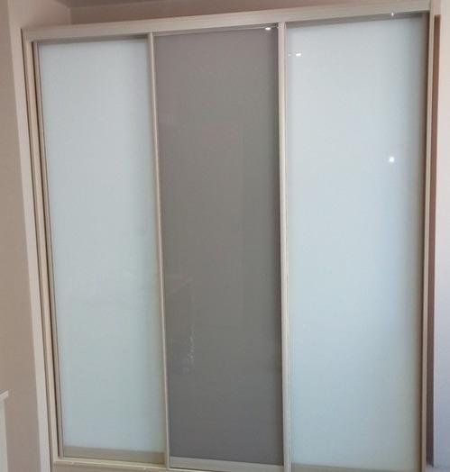 Большой шкаф-купе-Шкаф-купе из стекла с Oracal «Модель 22»-фото4