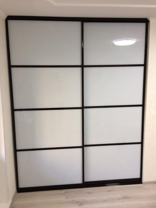 Белые шкафы-купе-Шкаф-купе из стекла Лакобель «Модель 75»-фото1